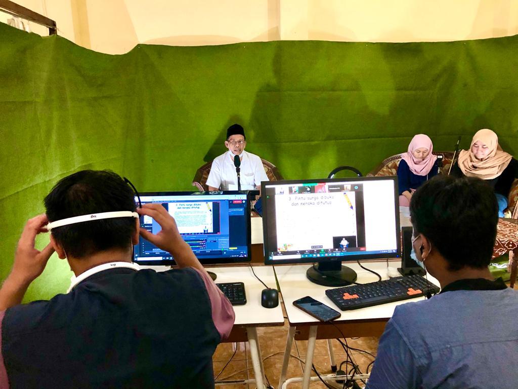 Penyampaian Materi oleh Bapak Kepala SMA Negeri 1 Surabaya