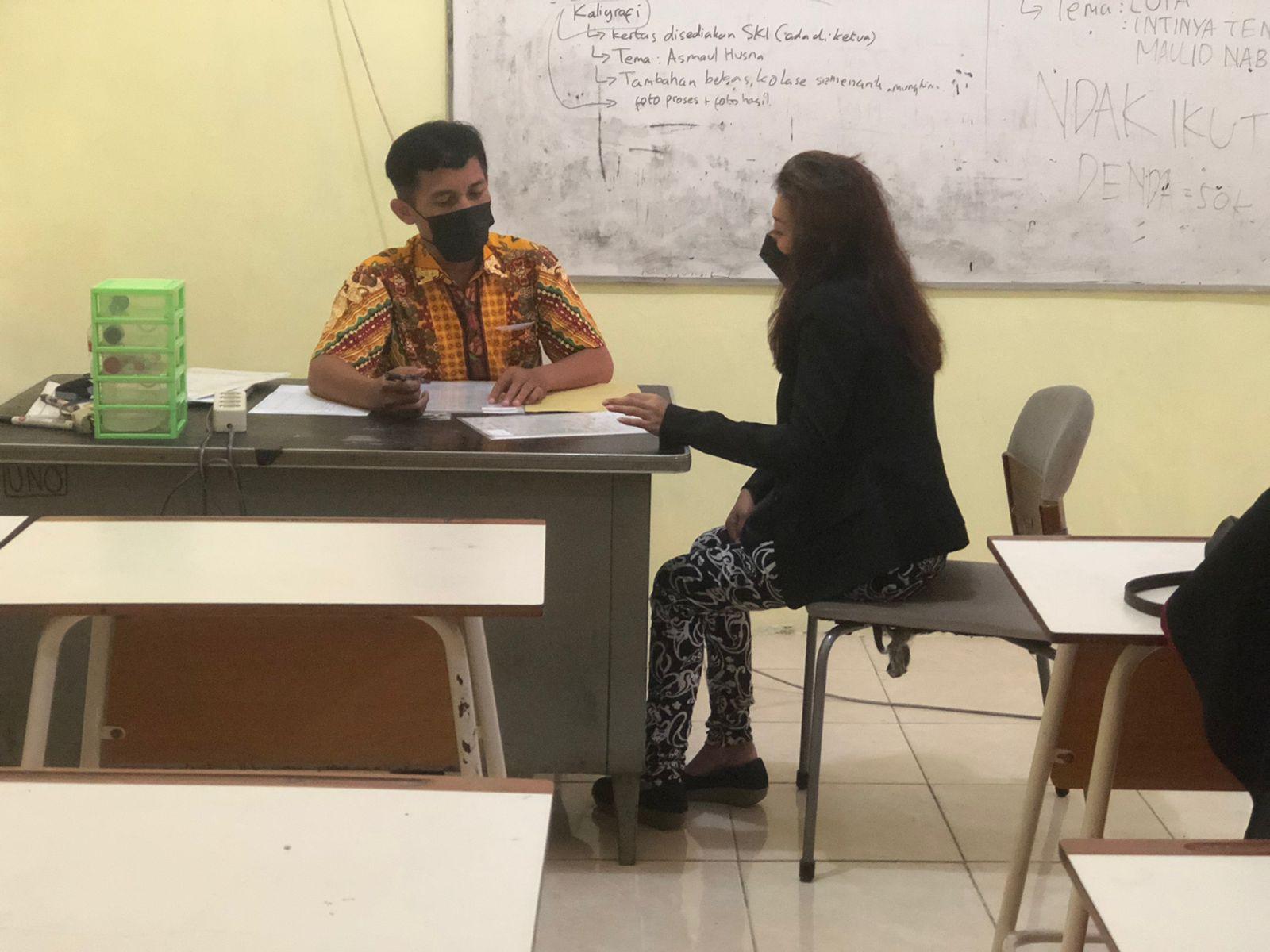 Penerimaan Rapor Sisipan Di Ruang Kelas